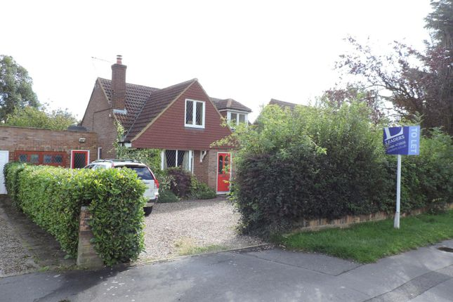 Thumbnail Bungalow to rent in Earl Howe Road, Holmer Green, High Wycombe