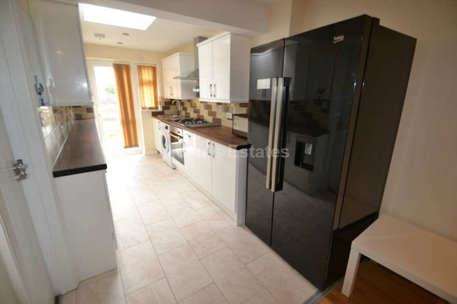 Thumbnail 5 bed terraced house to rent in Newcastle Road, Reading