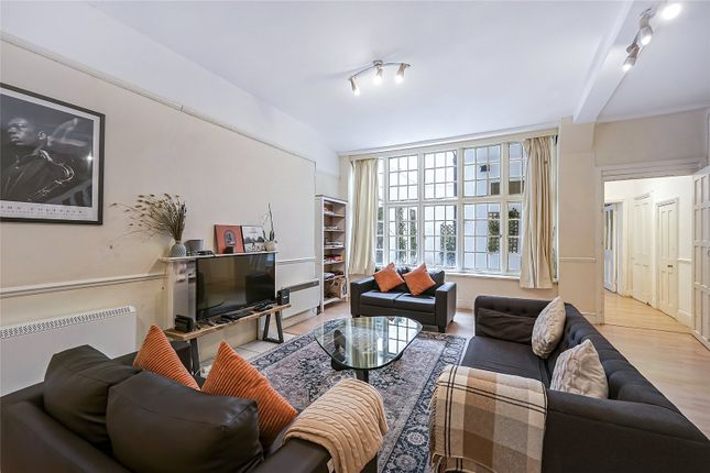 4 bed flat to rent in Gloucester Road, South Kensington, London SW7