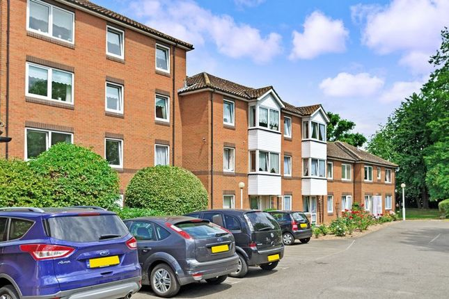 Thumbnail Flat for sale in Goldsmere Court, Hornchurch