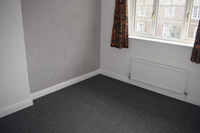 Bedrooms x 3 of Whitworth Lane, Fallowfield, Manchester M14