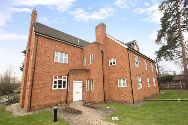 2 bed flat to rent in Old Woking Road, Pyrford, Woking