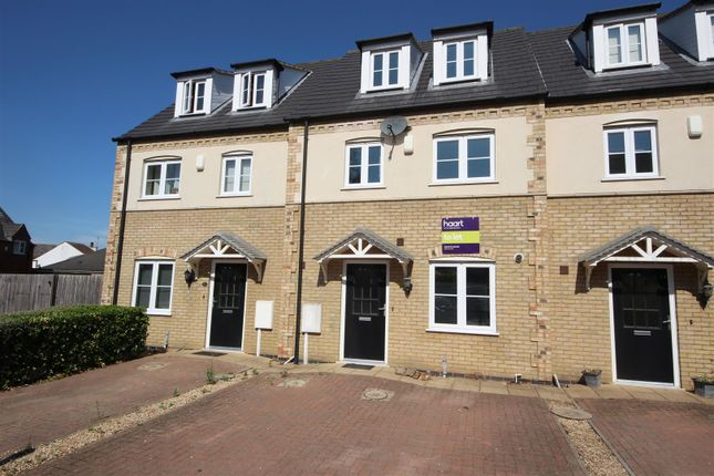 Thumbnail Town house to rent in Oak Square, Crowland, Peterborough