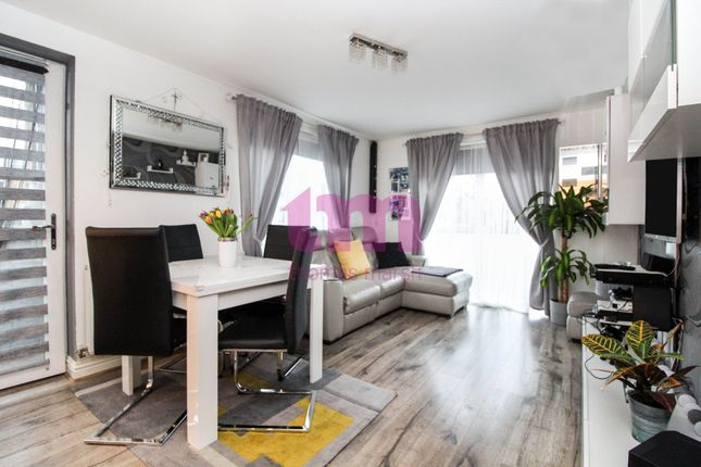 Thumbnail Flat for sale in The Chase, Grays