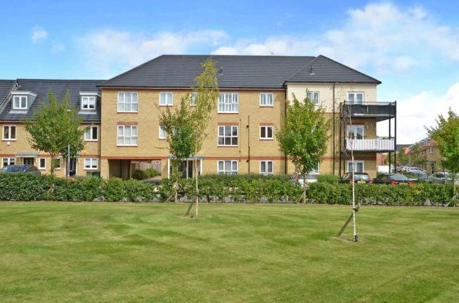 Thumbnail Flat for sale in Holywell Way, Staines-Upon-Thames