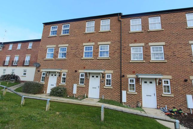 3 bed property to rent in Horse Fair Lane, Rothwell, Kettering NN14