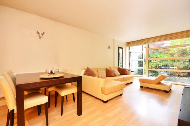 Thumbnail Flat to rent in Buckingham Palace Road, Pimlico