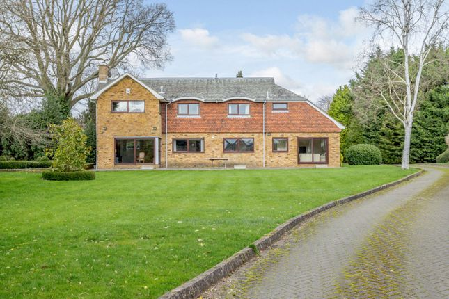 Thumbnail Detached house for sale in The Warren, Harpenden, Hertfordshire