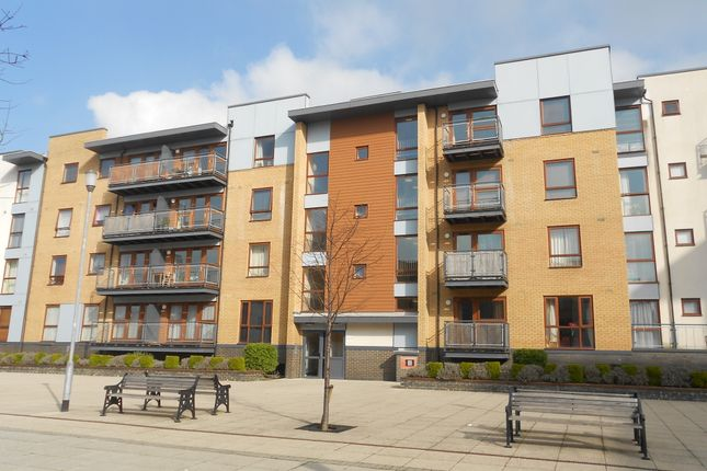 2 bed flat for sale in Howlands Court, Commonwealth Drive, Three Bridges Crawley