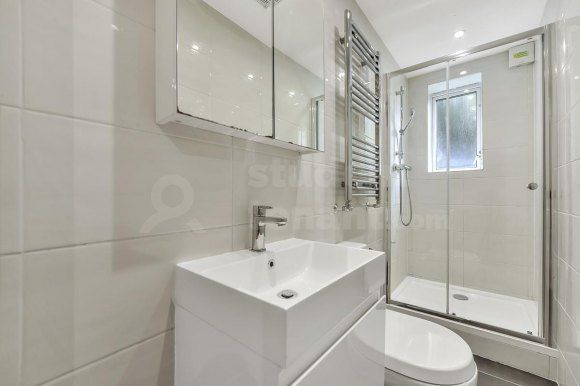 Thumbnail Flat to rent in Oak Hill Grove, Surbiton, Greater London