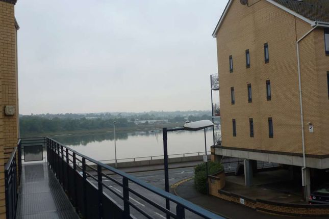 Thumbnail Flat to rent in The Mariners, Valetta Way, Rochester