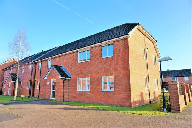 Thumbnail Flat for sale in Chiltern Close, Chelmsford