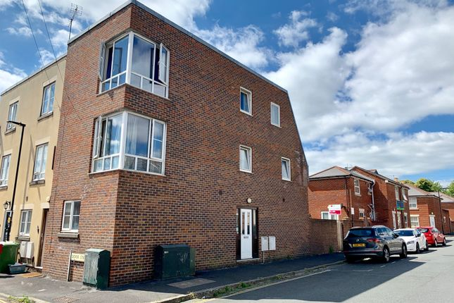 Thumbnail Town house for sale in Middle Street, Inner Avenue, Southampton