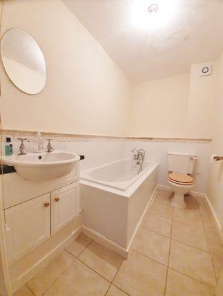 Family Bathroom of Daniel Hill Mews, Sheffield S6