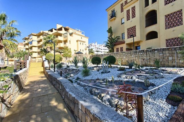 3 bedroom apartment for sale in Estepona, Málaga, Spain