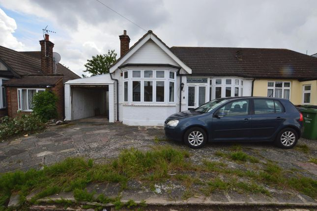 3 bed bungalow to rent in Tolworth Gardens, Romford RM6