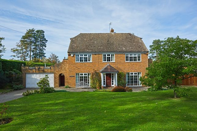 Thumbnail Detached house for sale in Castle Walk, Wadhurst