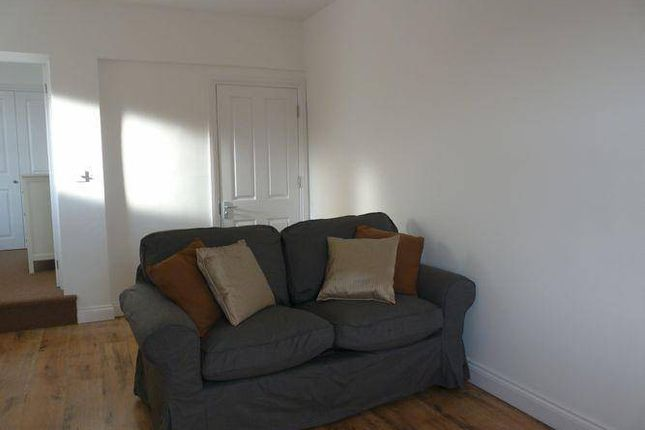 Thumbnail Flat to rent in Vicarage Farm Road, Hounslow