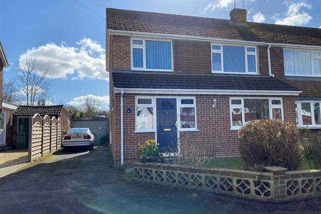 Thumbnail Property for sale in Rowan Road, Tadley