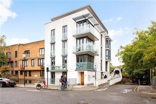 Thumbnail Flat to rent in Flat, Tavistock Crescent, London