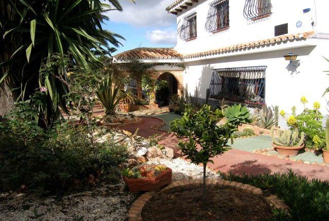 Villa & Gardens