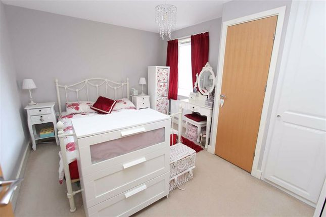 Bedroom of Shingly Place, North Chingford, London E4