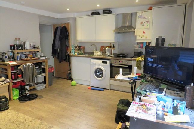 2 bed flat to rent in 8 Lansdowne Street, Hove, East Sussex BN3