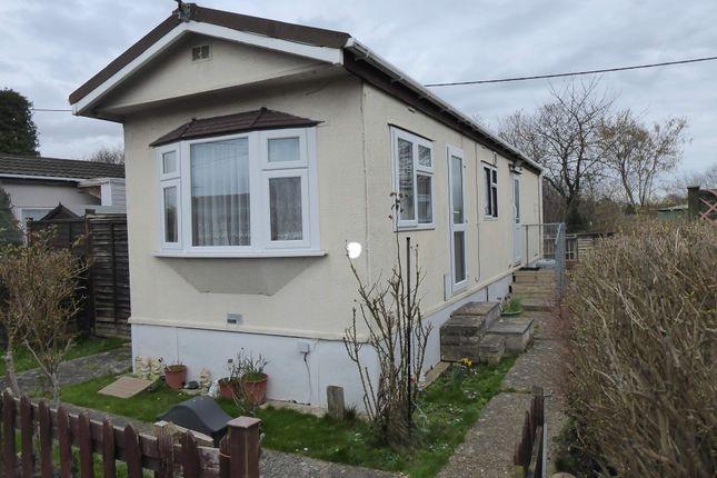 1 bed mobile/park home for sale in Grovelands Park, Winnersh, Wokingham, Berkshire RG41