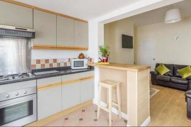 Thumbnail Shared accommodation to rent in West Street, Wakefield, Hemsworth, Pontefract