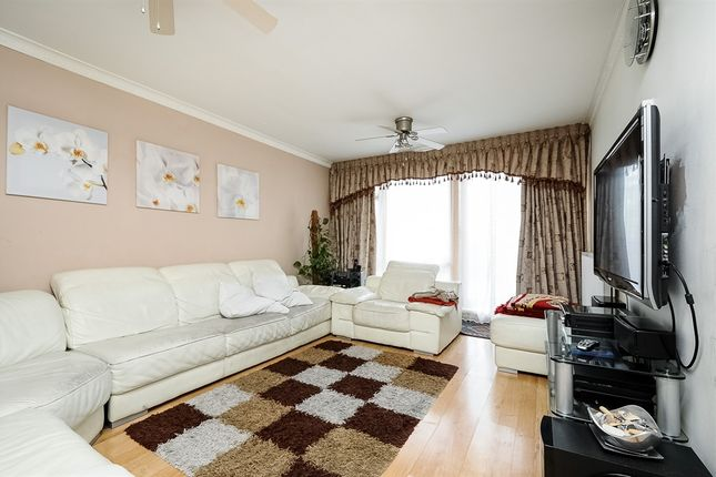 Thumbnail Flat for sale in Stockwell Park Road, London