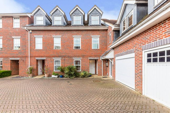 3 bed town house for sale in Howarde Court, Stevenage SG1