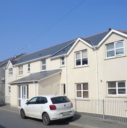 2 bed flat to rent in Prospect Place, Pembroke Dock SA72