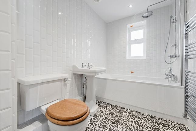 Family Bathroom of Ashton Court, 2A Clarence Crescent, Sidcup DA14