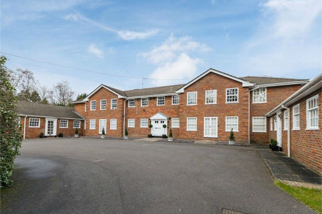 Thumbnail Flat for sale in Colinswood House, Collinswood Road, Farnham Common, Buckinghamshire