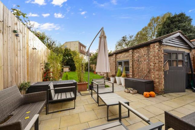 Bowes Road London W3 6 Bedroom Property For Sale