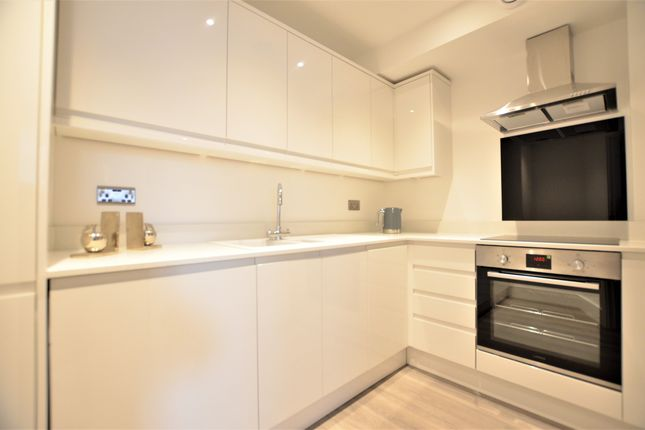 1 bed flat to rent in Park Street, Camberley GU15