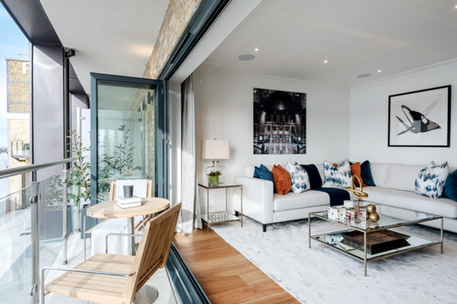 Thumbnail Town house to rent in Palace Wharf, Rainville Road, London