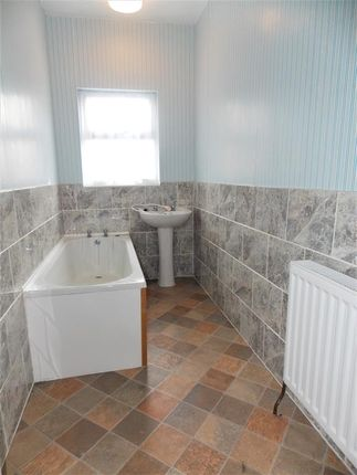 Bathroom of Cromwell Road, Grimsby DN31