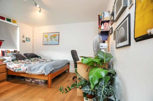 Bedroom Diff of Bulwer Court Road, Leytonstone, London E11