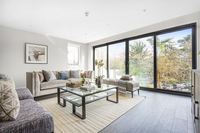Thumbnail Flat to rent in Chislehurst Road, Bickley, Bromley