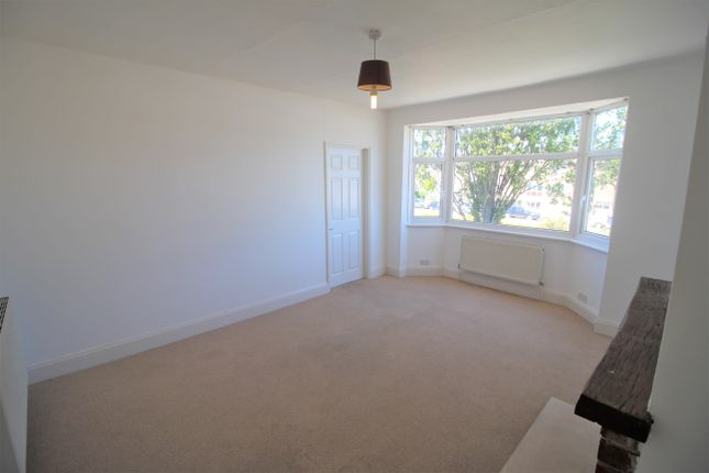 Thumbnail Flat to rent in Prince Avenue, Westcliff-On-Sea