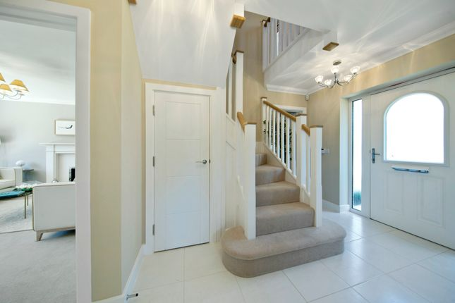 3 bedroom detached house for sale in Parsons Way, Tongham, Surrey