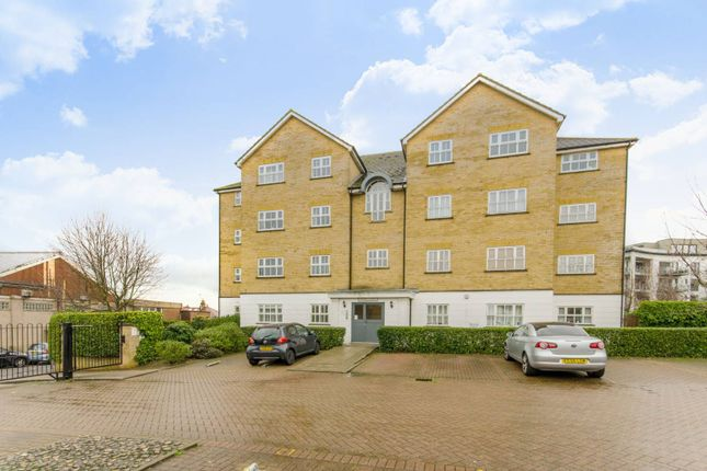 Thumbnail Flat for sale in Carlisle Place, New Southgate