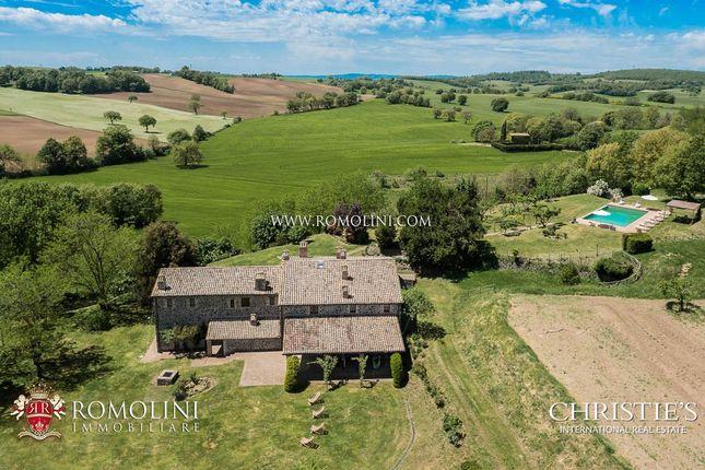 Thumbnail Farmhouse for sale in Orvieto, Umbria, Italy