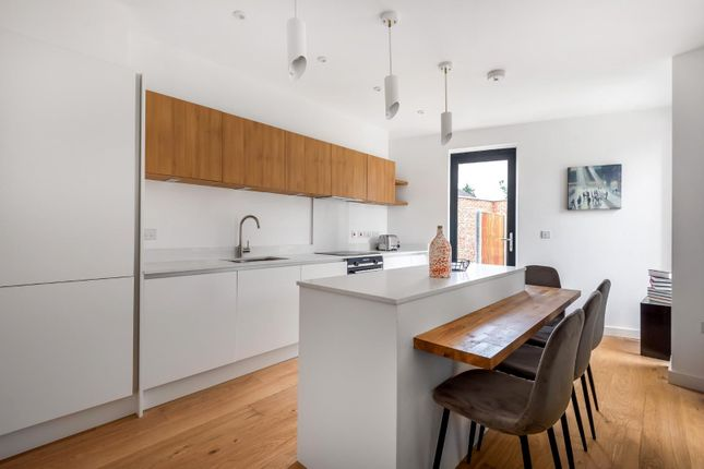 3 bed end terrace house for sale in Springfield Road, Windsor SL4