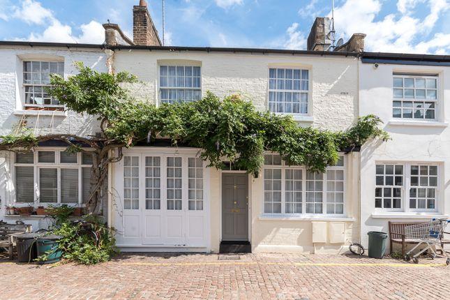 Thumbnail Town house to rent in Pembridge Mews, London