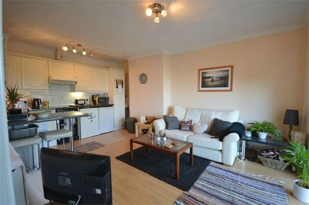 Thumbnail Flat to rent in Southlands Drive, West Cross, Swansea