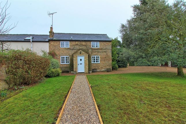 Thumbnail Cottage to rent in Cottered Road, Throcking, Buntingford