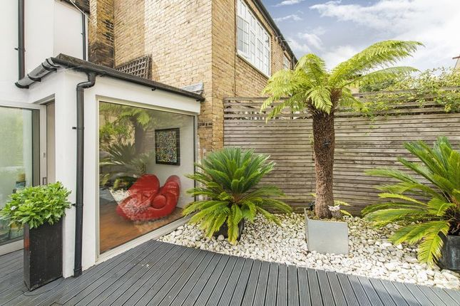 Thumbnail Property to rent in Double Fronted, Grade II Listed, Georgian, Freehold House In Whittlesey Street, London