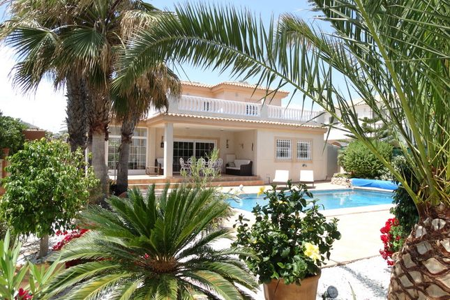 Thumbnail Villa for sale in La Mata, La Mata, Spain